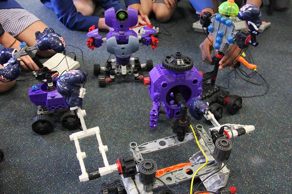 world-of-robotics-robots-come-to-you