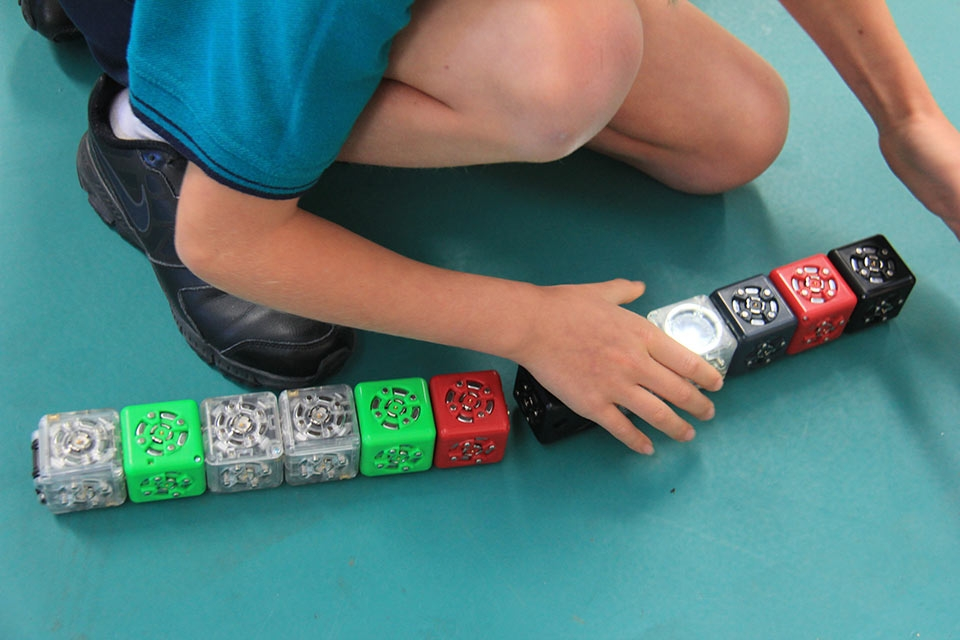 cubelets-thinking-blocks-2